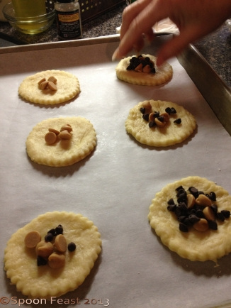 Lay the disks on a parchment lined baking sheet and add the filling of your choice: Any fruit jam, peanut butter, chcolate chips, poppy filling, prune filling, raisin filling etc.